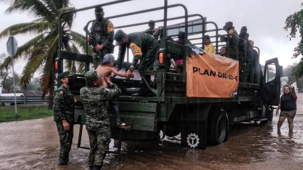 Fuerzas Armadas apoyan en Jalisco y Colima a población afectada por Hernán - Foto de Sedena