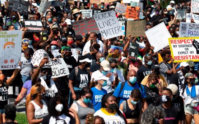 """Cientos protestan en EE.UU. contra el racismo al grito de """"¡siete balas, siete días!"""" - Foto de EFE"""