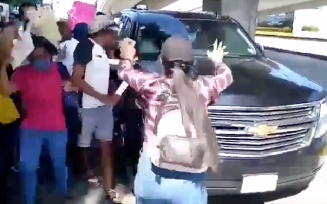 #VIDEO Manifestantes exigen a AMLO renuncia de alcaldesa de Acapulco - Foto de captura de pantalla
