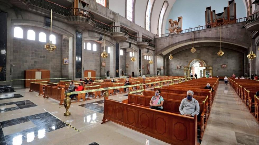 Asciende a 70 el número de sacerdotes muertos por COVID-19 en México - Sana distancia en iglesia de la Ciudad de México. Foto de @vromog