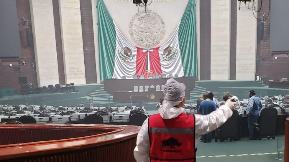 Sanitizan Cámara de Diputados previo a recibir Segundo Informe de Gobierno de AMLO - Sanitización de la Cámara de Diputados. Foto de @Mx_Diputados