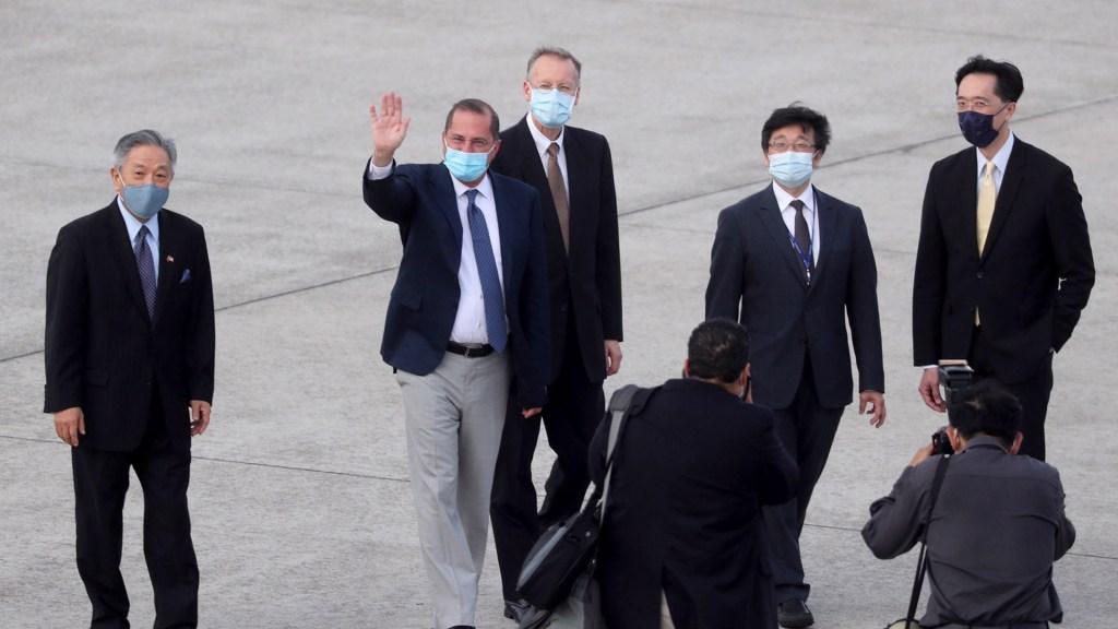 Visita de funcionario a Taiwán tensa la relación de EE.UU. con China - Secretario estadounidense de Salud, Alex Azar, con comitiva taiwanesa. Foto de EFE