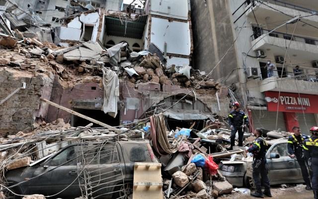 Papa Francisco pide al mundo una 'generosa ayuda' para Líbano tras explosión - Trabajos de rescate y limpieza en Beirut tras explosión. Foto de EFE
