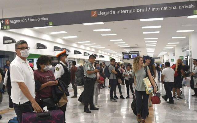 Llegada de turistas extranjeros a México cayó 57.5 por ciento por la pandemia - Turistas extranjeros México aeropuerto