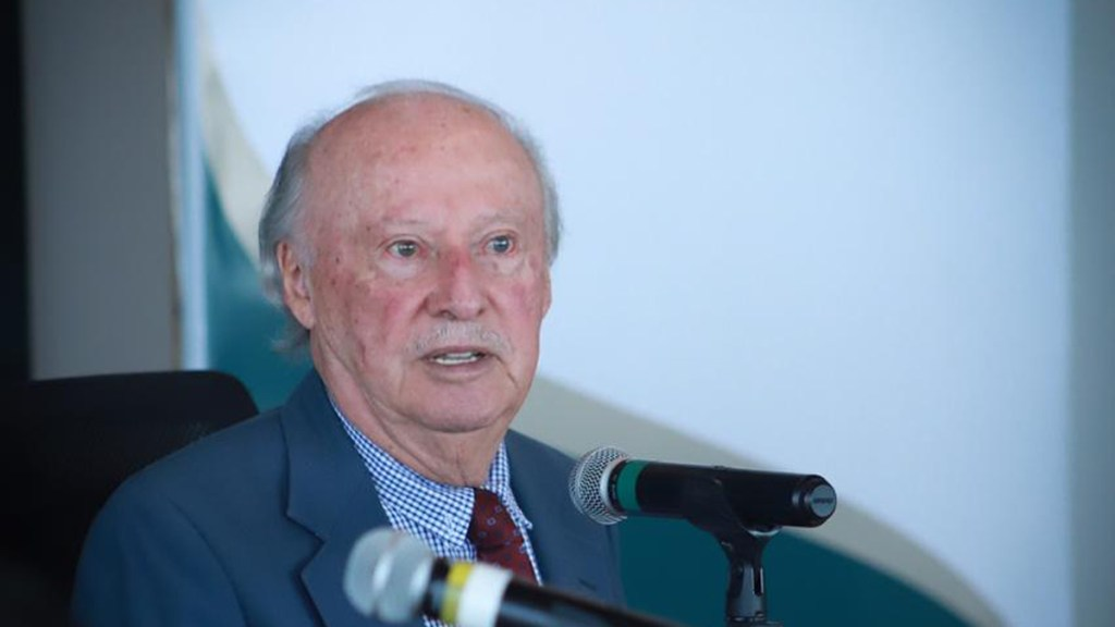 Víctor Toledo dejará la Semarnat; su lugar lo ocupará María Luisa Albores - Víctor Manuel Toledo Manzur. Foto de Gobierno de México