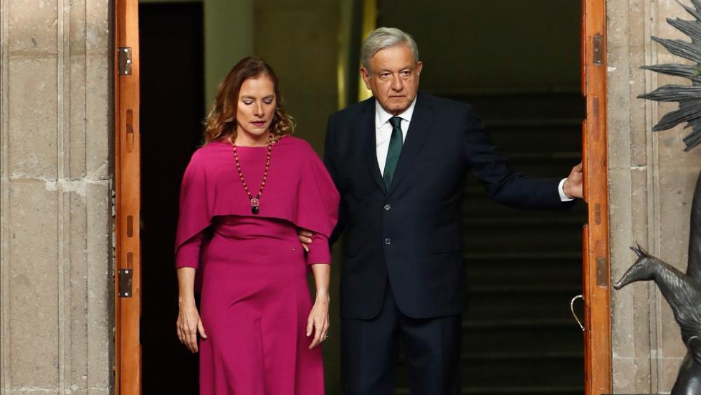 Beatriz Gutiérrez, negativa a COVID-19 tras contagio de AMLO; el presidente está aislado en Palacio Nacional - Foto de EFE