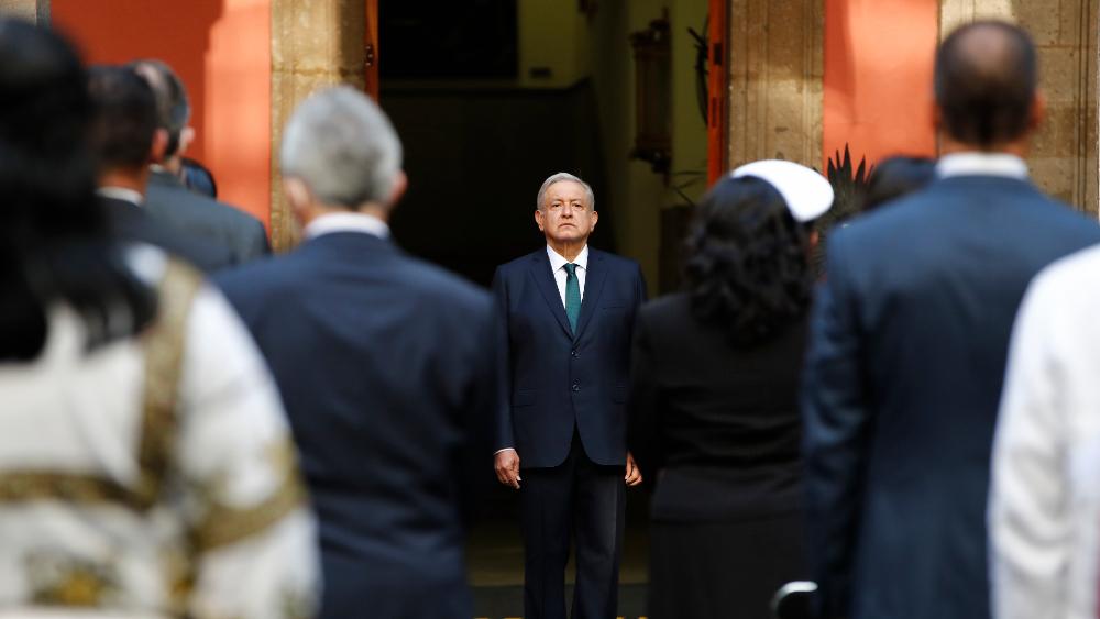 """AMLO celebra eliminación del fuero presidencial; """"es un hecho histórico"""", afirma - Foto de EFE"""