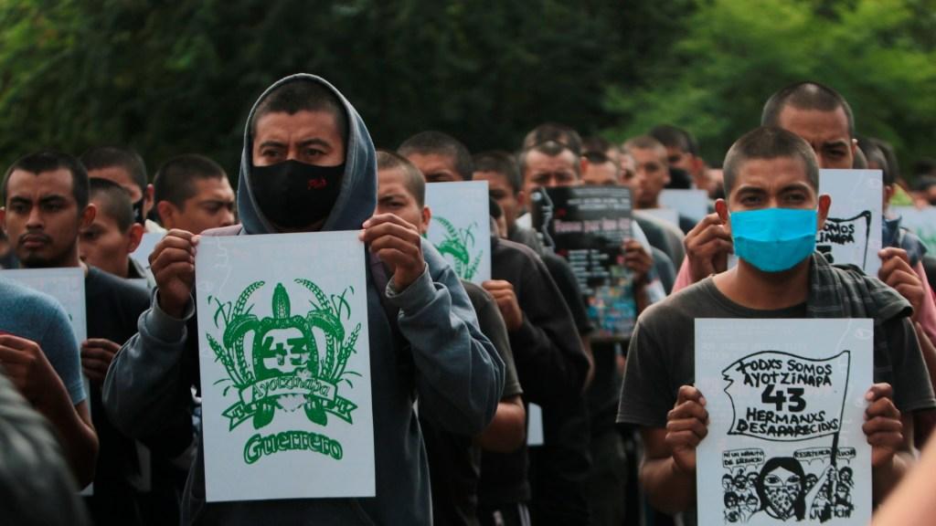 Padres de normalistas de Ayotzinapa exigen videos sobre desaparición de sus hijos - Padres de estudiantes de Ayotzinapa exigen vídeos al Poder Judicial. Foto EFE