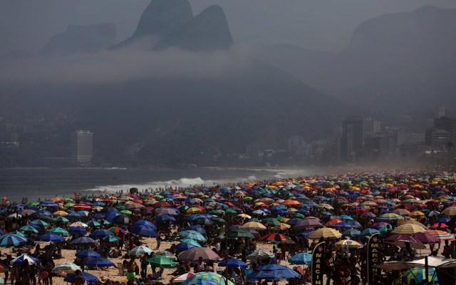 Abarrotan playas en Brasil por día festivo pese a COVID-19 - Brasil pandemia epidemia playas COVID-19