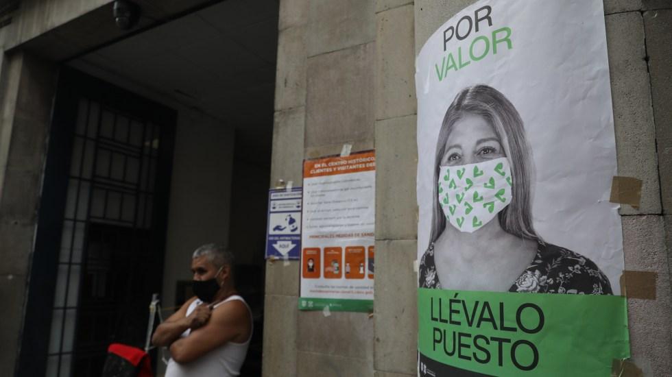 México superará este sábado el millón de casos de COVID-19; sigue como el país con más muertos en proporción de contagios - Cartel en la Ciudad de México que invita a usar el cubrebocas para prevenir el COVID-19. Foto de EFE