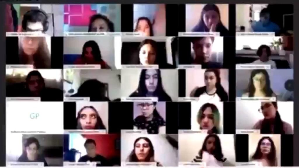 #Video Suspenden a maestra de Psicología por gritar a alumnos en clase virtual - Clase virtual en que maestra de Psicología grita a sus alumnos. Captura de pantalla