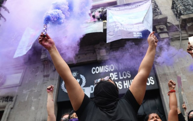 Toma de instalaciones de la CNDH será indefinida, aseguran activistas; exigen frenar desapariciones en el país - Toma de instalaciones de la CNDH en la CDMX. Foto de EFE