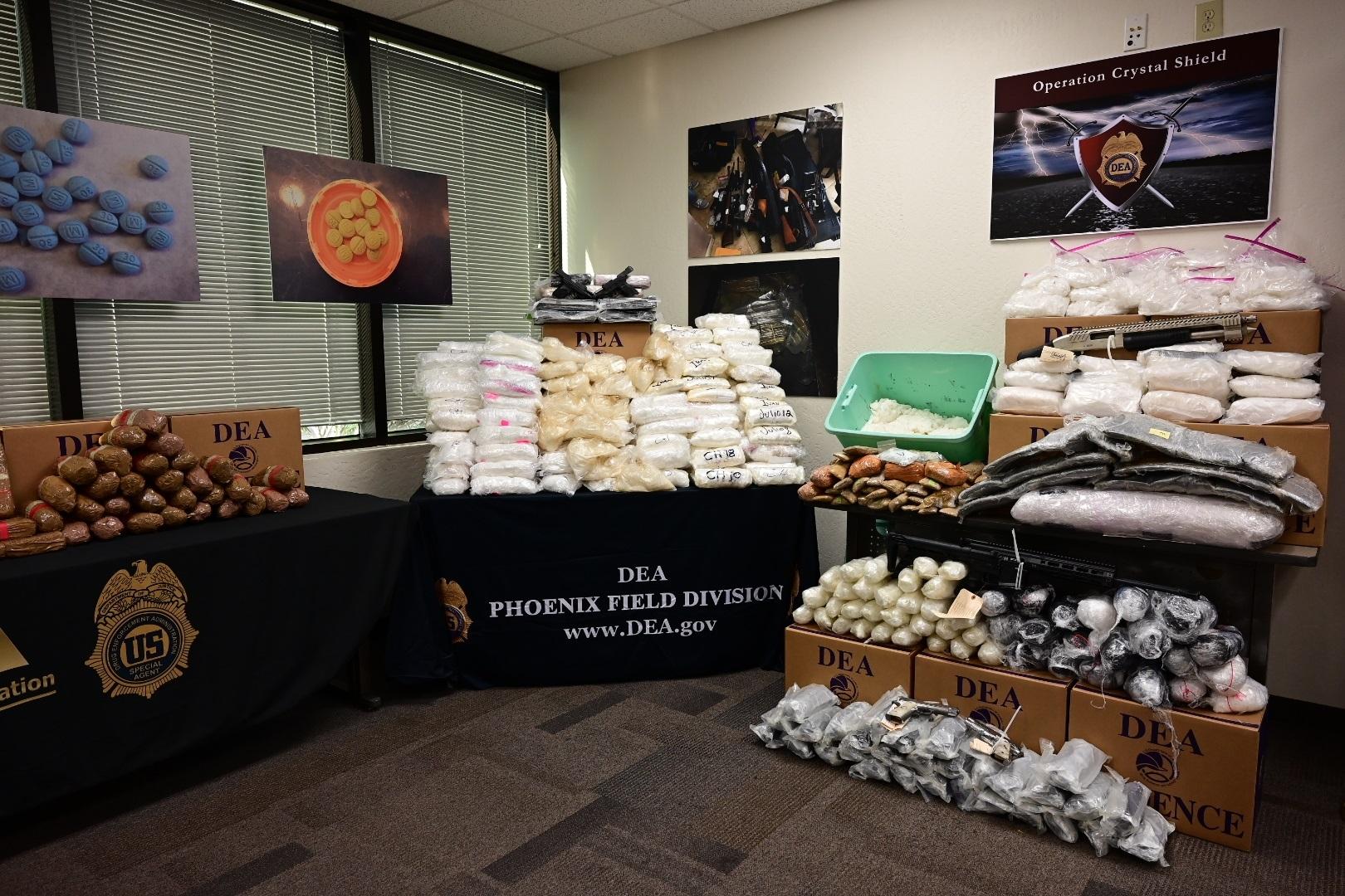 """Parte de la droga incautada durante la Operación """"Crystal Shield"""" (Escudo de Cristal) en Phoenix, Arizona. Foto de EFE/DEA."""
