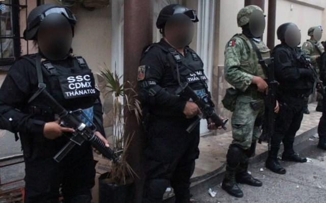Detienen a 15 en ocho cateos en Venustiano Carranza; decomisan más de 800 dosis de narcóticos - Foto de Omar García Harfuch