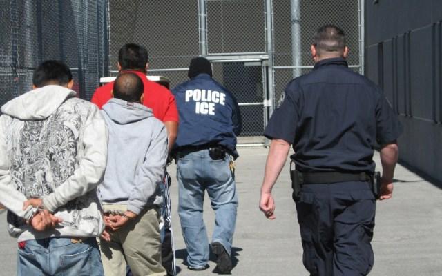 Detiene ICE a dos mil indocumentados en su mayor operación desde el inicio de la pandemia - Detención de migrantes. Foto de EFE