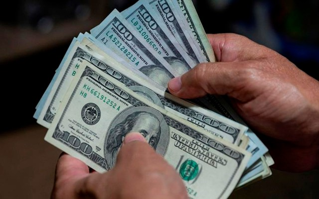 """Pide Trump al Congreso de EE.UU. aprobar un rescate económico """"grande y centrado"""" - Billetes de dólares. Agencia EFE"""