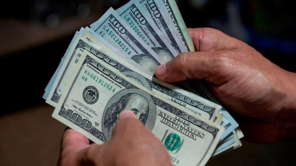 """AMLO afirma que remesas tuvieron incremento de 10% en septiembre; """"son una bendición"""", asevera - Billetes de dólares. Agencia EFE"""