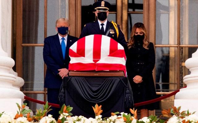 """""""¡Votemos para que se vaya!"""", abuchean a a Trump en su visita a capilla ardiente de la jueza del Supremo - Foto de EFE"""