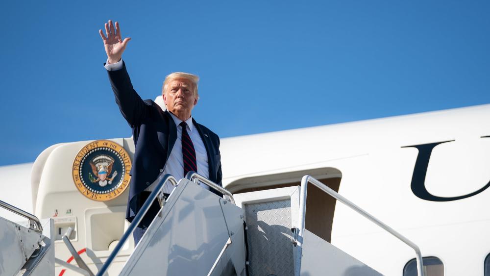 Trump llama tonto y estúpido al alcalde demócrata de Kenosha - Foto de The White House