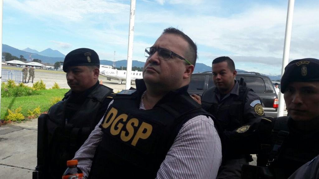 Otorgan suspensión contra aprehensión de Javier Duarte por delitos electorales - Extradición a México de Javier Duarte, en 2017, procedente de Guatemala. Foto de @mingobguate