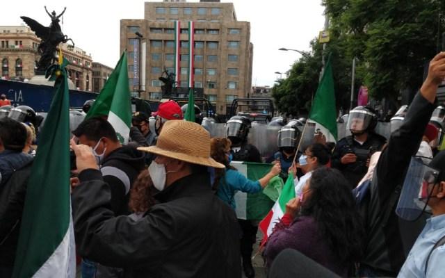 Instala FRENAAA campamento en avenida Juárez - Foto de @KarlaPuenteD