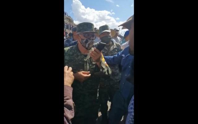 """""""No pude cumplir la misión"""", lamenta general de la Sedena en Delicias, Chihuahua - General Alejandro Vázquez de la Sedena. Captura de pantalla"""