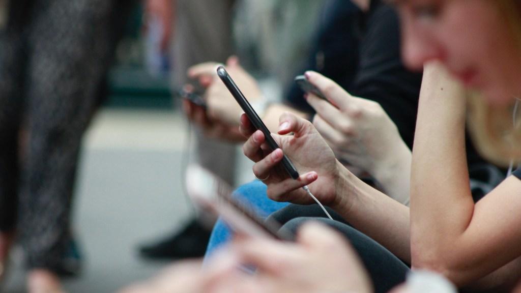 Juez emite 24 suspensiones definitivas contra padrón de celulares - celulares padrón