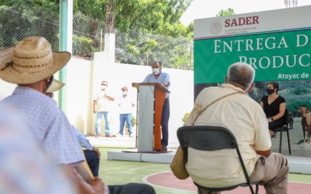 Entregan en Guerrero apoyos a productores damnificados por Hernán - Guerrero productores ganaderos Atoyac Benito Juárez
