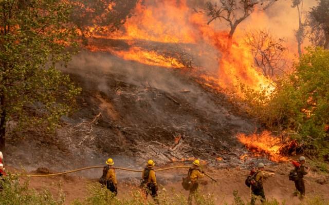 California vive su segunda oleada de incendios del verano en plena ola de calor - Foto de EFE