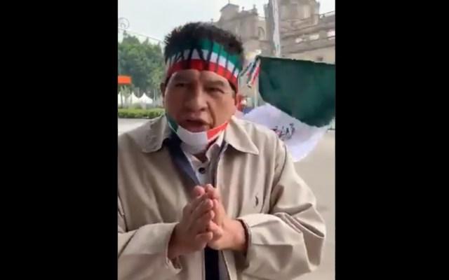 #Video Reaparece 'Juanito'; ahora apoya a FRENAAA - 'Juanito' durante plantón de FRENAAA en el Zócalo de la CDMX. Captura de pantalla