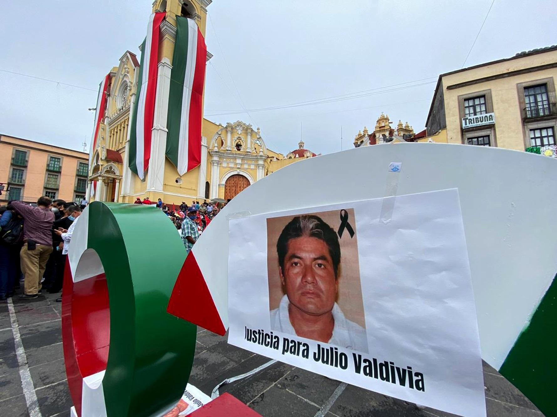 Periodistas en manifestación en la ciudad de Xalapa, Veracruz, para exigir justicia por el asesinato de Julio Valdivia. Foto de  EFE/Miguel Victoria.