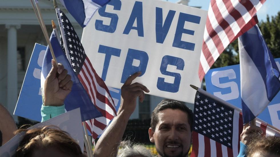 Corte de EE.UU. valida posible deportación de migrantes con protección temporal - Manifestación en EE.UU. a favor del programa de Estatus de Protección Temporal. Foto de EFE / Archivo
