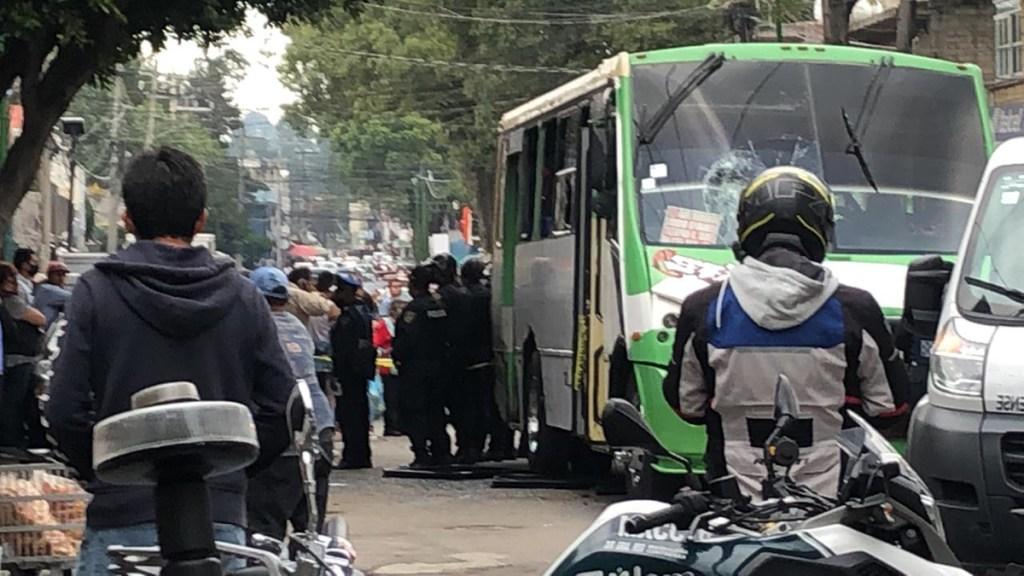 Niña muere atropellada por microbús en la Magdalena Contreras; alcaldía busca suspensión de ruta - Microbús del transporte público que atropelló a una niña de 3 años en la Magdalena Contreras. Foto de @CoordinacionDM
