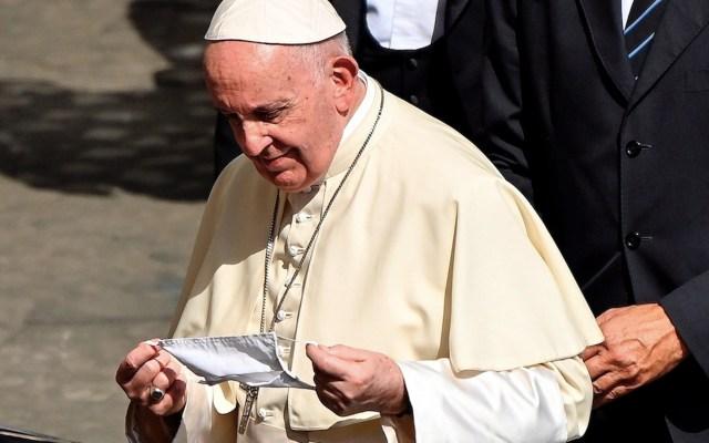 #Video Papa Francisco utiliza cubrebocas por primera vez desde el inicio de la pandemia - El papa Francisco utiliza cubrebocas por primera vez. Foto de EFE