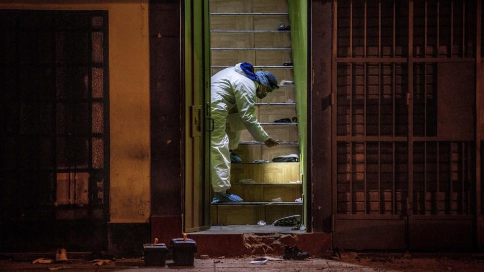 Policía de Perú mintió sobre operativo que dejó 13 muertos en discoteca - Perito en Thomas Restobar tras muerte de 13 personas por estampida. Foto de EFE