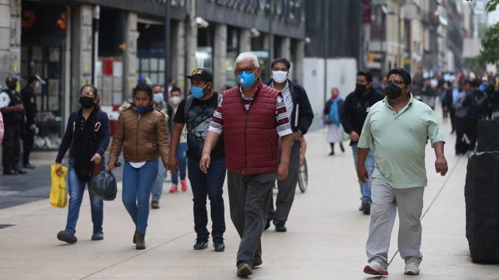 In den letzten 24 Stunden registrierte Mexiko 3.400 neue Fälle und 173 Todesfälle durch COVID-19 - Menschen mit Gesichtsmasken auf den Straßen von Mexiko-Stadt aufgrund der Coronavirus-Pandemie. Foto von EFE