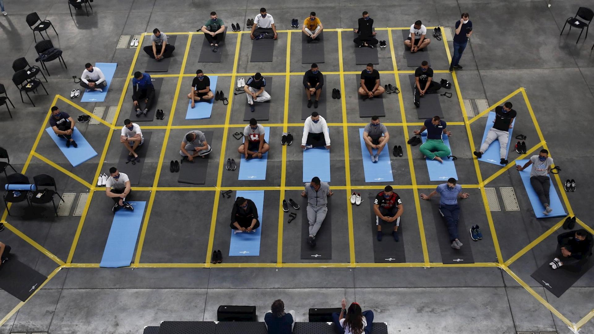 Policía clases Yoga Colombia