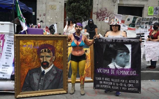 Confirma Monreal reunión entre la Comisión de DD.HH. del Senado y Rosario Piedra - Protesta de feministas en instalaciones de la CNDH en el Centro Histórico de la CDMX. Foto de EFE