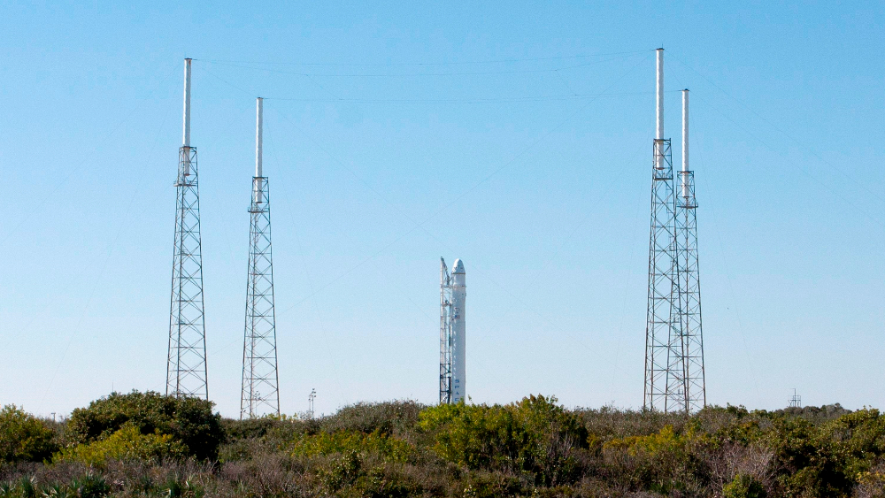 Primera misión operativa de SpaceX a la EEI se atrasa para el 31 de octubre - Crew-1 será la primera de las al menos seis misiones que SpaceX realizará a la EEI en razón de un contrato de 2.600 millones con la NASA firmado en 2014. Foto de EFE