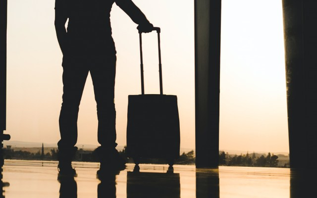Pese a nuevas variantes de COVID-19, no habrá restricciones a quienes lleguen del extranjero: López-Gatell - Viaje aeropuerto turismo pasajero viajero turista