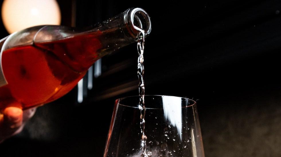 Confinamiento y fácil acceso a alcohol aumentan consumo en jóvenes mexicanos - Foto de Kevin Kelly para Unsplash
