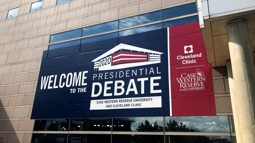 Deja 11 casos de COVID-19 organización de primer debate presidencial en EE.UU. - Bienvenida al primer debate presidencial de EE.UU. Foto de EFE