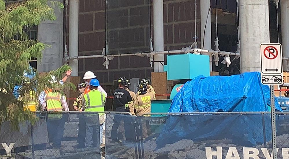 Colapso de obra en construcción en Houston deja tres muertos y un herido - El equipo de rescate técnico del departamento de bomberos de Houston. Foto Twitter @HoustonFire