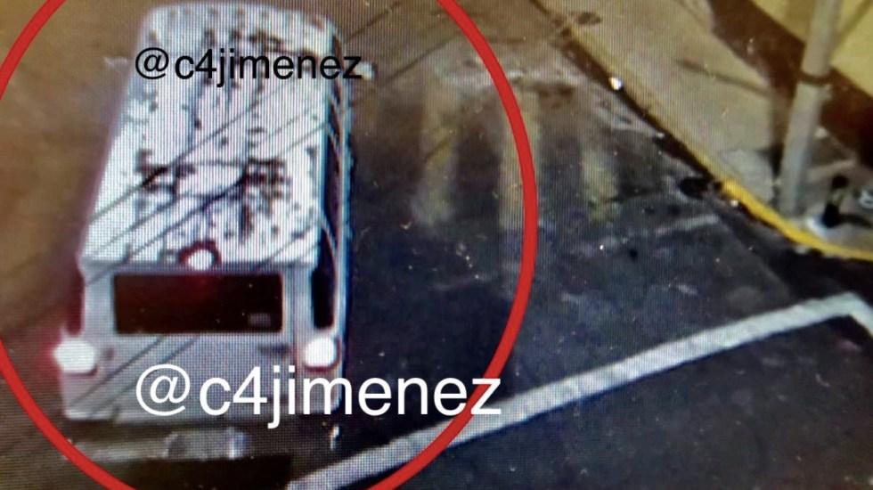 Identifican camioneta que abandonó 27 bolsas con medicamentos oncológicos robados - Foto de @C4Jimenez