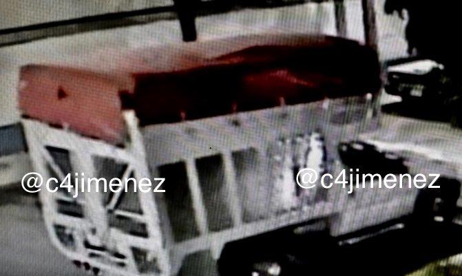 La camioneta en la que delincuentes armados irrumpieron en almacén y sustrajeron los medicamentos oncológicos. Foto de Carlos Jiménez.