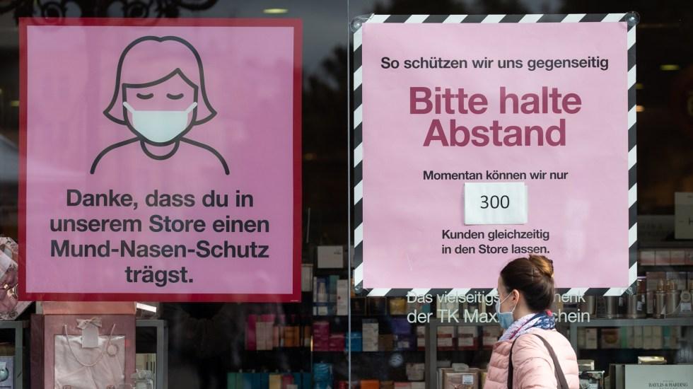 Activan en Alemania 'alerta temprana' para contener nuevos casos de COVID-19 - Carteles en Alemania que llaman a tomar medidas sanitarias contra el COVID-19. Foto de EFE