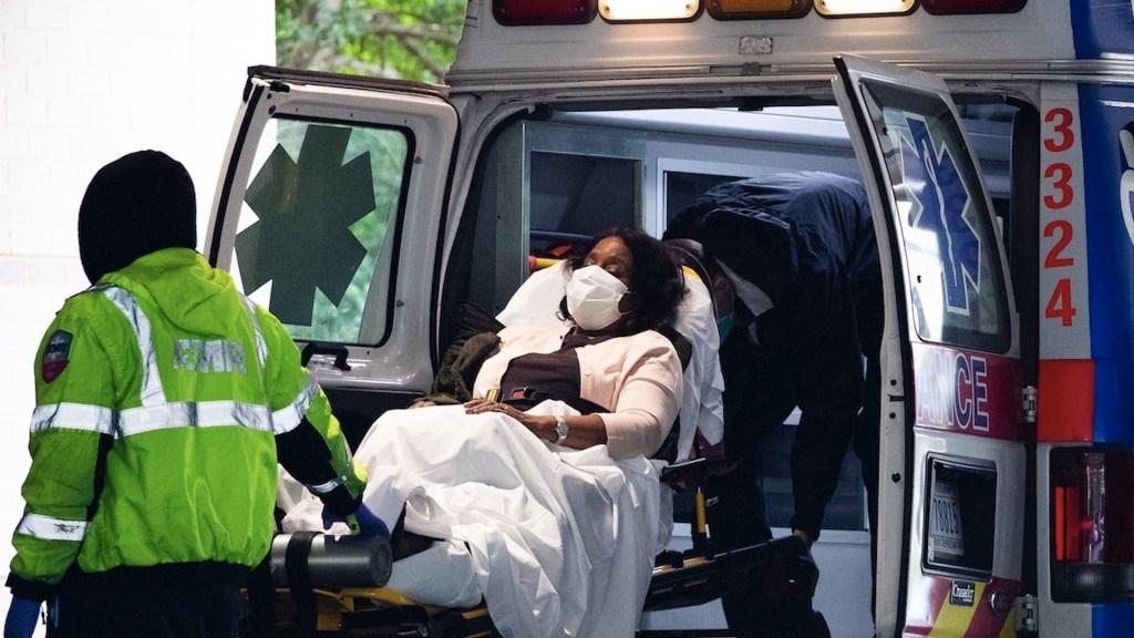 Estados Unidos rebasó las 250 mil muertes por COVID-19; sufrió su jornada más letal en seis meses - Foto de EFE