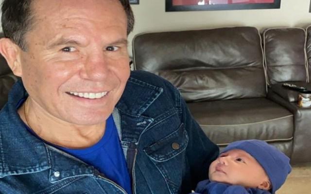 """Julio César Chávez comparte primera foto de su nieto; dice que """"este sí va a ser el bueno"""" - Foto Twitter @Jcchavez115"""