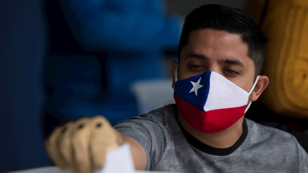 Senado de Chile aprueba en lo general postergar elecciones por la pandemia - Chile voto Constitución votos