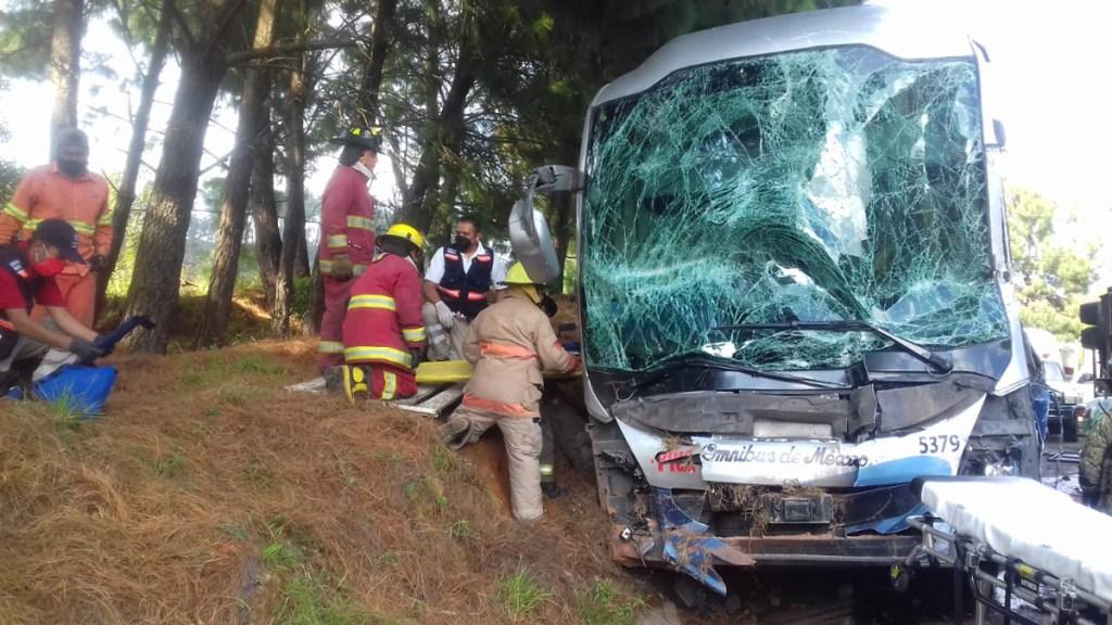 Choque en autopista Siglo XXI de Michoacán deja un muerto y 17 heridos - Choque de dos autobuses en la autopista Siglo XXI. Foto de @pcmichoacan